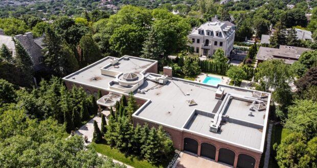 قصر مونتريال معروض للبيع في ويستماونت ينتمي إلى فاعل خير دعا العديد من الشخصيات البارزة عندما أتوا إلى مونتريال. يقع المنزل الذي تبلغ مساحته 11.489 مترًا مربعًا في 100 سوميت سيركل وينتمي إلى ليو كولبر ، الذي كان أيضًا رجل أعمال. كان صديقًا مقربًا لتشارلز برونفمان.