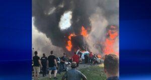 شهود يساعدون في اصطدام مقطورتين ومركبة ركاب على الطريق السريع 440 في لافال ، 5 أغسطس ، 2019 (الصورة من بيتر كريستاكوس)