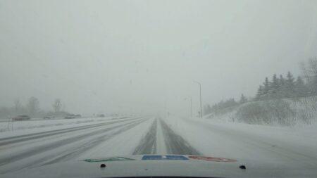 صورة للشوارع مغطاة بالثلج حيث الشتاء سيبدأ قبل موعده، تساقط للثلوج يوم الأثنين حسب توقعات الأرصاد