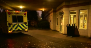 لصورة لمدخل دار المسنين بعد انهيار الممرضات بسبب تفشي الوباء