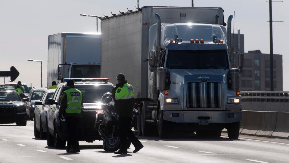 تبدأ نقاط التفتيش التابعة للشرطة يوم الجمعة في كيبيك للحد من السفر