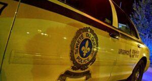 صورة لسيارة الشرطة حيث لقي زوجان مصرعهما بعصفة أمطارد حادث تصادم أثناء ع