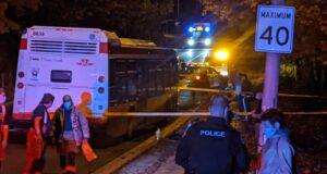 صورة للاسعاف بعد طعن شاب عشريني في حالة خطيرة في شمال يورك
