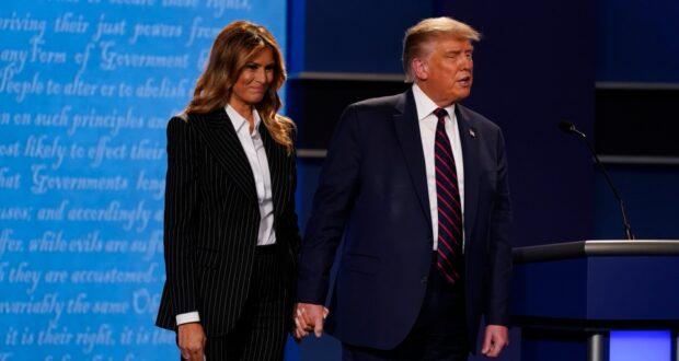 الرئيس دونالد ترامب والسيدة الأولى ميلانيا ترامب على خشبة المسرح في نهاية المناظرة الرئاسية الأولى يوم الثلاثاء ، 29 سبتمبر 2020 ، في جامعة كيس ويسترن وكليفلاند كلينك ، في كليفلاند ، أوهايو.