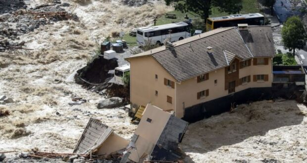 بيت مهدم بفرنسا بعد الفيضانات