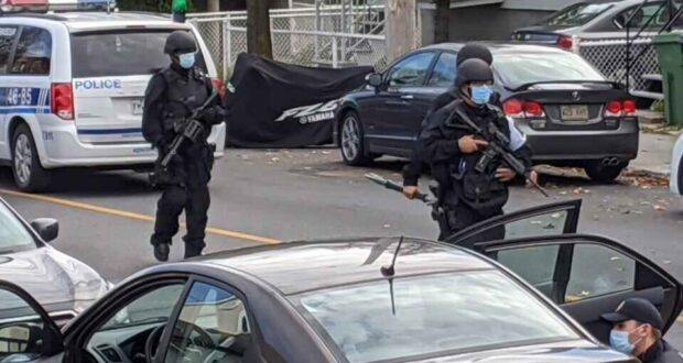 صورة الشرطة في شوارع كيبيك بعد ان قتلت امرأتان