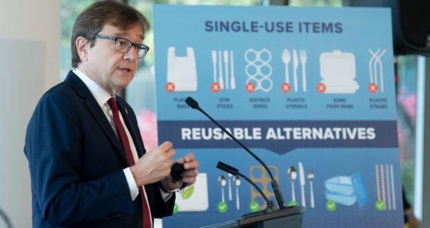 صورة تشرح قائمة المواد التي تم حضر ها في كندا