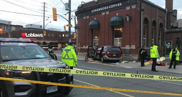 صورة لموقع الحادث الذي على سبب وفاة سيدة بسبب صعود سيارة فان على الرصيف غرب تورونتو