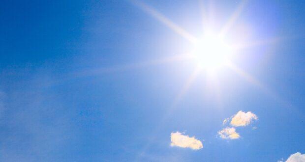 صورة للأجواء المشمسة حيث ربعة أرقام قياسة مختلفة مع استمرار الطقس الحار بشكل غير معتاد