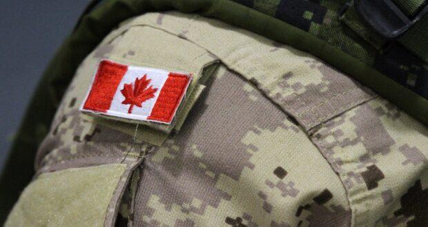 صورة لزي جندي كندي بحيث إصابة جندي بجروح قاتلة خلال تدريب بالذخيرة الحية في ألبرتا