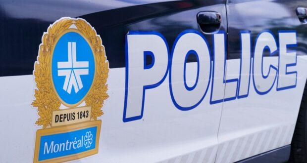 صورة لسيارة شرطة من شرطة مونتريال حيث تمت إصابة رجل في حادث إطلاق نار في شمال مونتريال وهو في حالة حالة حرجة