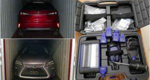 صورة للسيارتين ومفاتيح سيارات مسروقة حيث استعادت الشرطة سيارات بقيمة 4.5 مليون دولار بعد حوادث سرقة لسيارات فاخرة