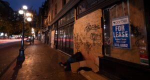 صورة لشوارع كندا وبعض ابرنامج دعم الإيجار الفيدرالي للشركات المتضررة من فيروس كورونا افتتح اليوملشركات المتضررة حيث