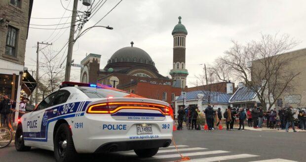 صورة لسيارة الشرطة في موقع احتجاز الرهائن الكاذب ، حيث تهديد احتجاز رهائن كاذب أدى إلى عملية كبرى للشرطة في مونتريال