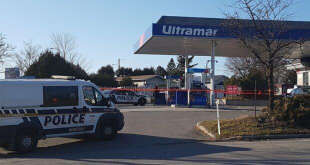 صورة لمحطة وقود التي هي موقع جريمة القتل حيث شرطة غاتينو تحقق في جريمة قتل بعد العثور على جثة خارج محطة وقود