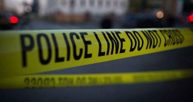 صورة لموقع حادث طعن حيث نقل رجل إلى المستشفى بعد تعرضه للطعن أثناء مشاجرة في وسط مدينة تورونتو