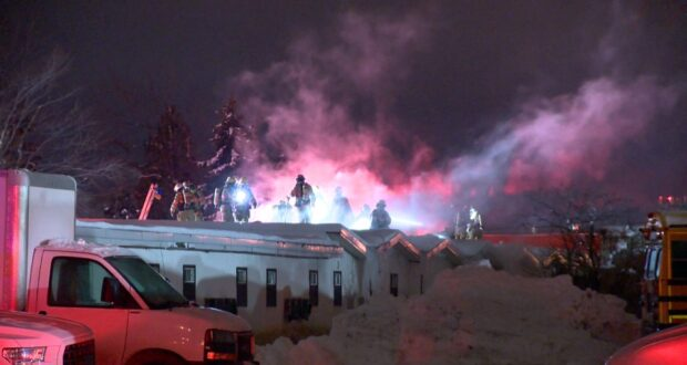 دفع حريق في وقت مبكر من صباح يوم الخميس في فندق St-Hubert في Longueuil رجال الإطفاء إلى الرد. (كوزمو سانتاماريا / سي تي في نيوز)