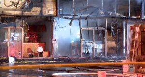 بيتزا ميليس في Boisbriand ، Que. تم تدميره بالكامل في وقت مبكر من صباح الجمعة في حريق اعتبرته الشرطة مريبًا. (كوزمو سانتاماريا / سي تي في نيوز)