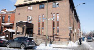 تم عرض كنيس يهودي في حي يهودي أرثوذكسي في مونتريال ، السبت 23 يناير 2021 ، مع استمرار جائحة COVID-19 في كندا وحول العالم. تم استدعاء الشرطة إلى الكنيس مع أنباء عن تجمع غير قانوني. الصحافة الكندية / غراهام هيوز