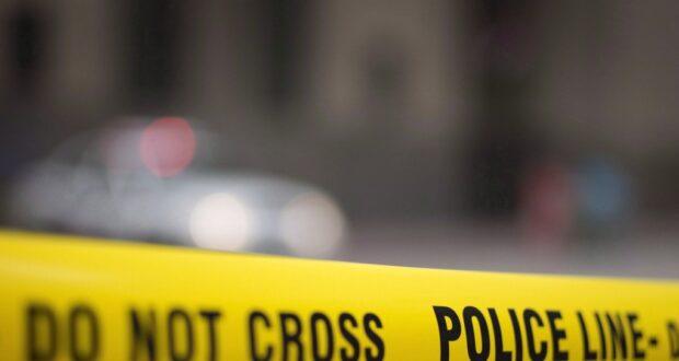 صورة ل شريط الشرطة في موقع الحادث حيث إدخال رجل إلى المستشفى بعد انهيار مأوى مؤقت للثلج في سانت تيريز