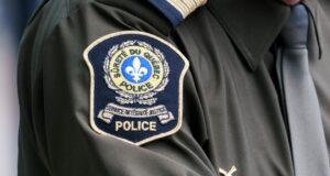 صورة لشارة شرطة كيبيك في مونتريال يوم الأربعاء ،اعتقلت شرطه كيبيك ستة أشخاص بعد اقتحام سانت ليونارد وضبطت أسلحة نارية محملة