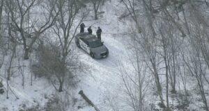 صورة لعملية البحث التي تقوم بها الشرطة في الظروف المحيطة بوفاة امرأة في حديقة إيتوبيكوك في 26 فبراير 2021.حيث مقتل امرأة في حديقة تورنتو يجري التحقيق أنها جريمة قتل