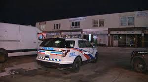 صورة لسيارة الشرطة في موقع اطلاق النار حبث مقتل رجل في حادثة إطلاق نار في ويكسفورد هايتس في سكاربورو