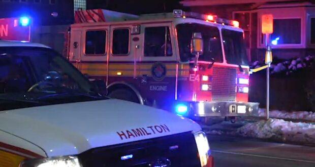 صورة لطواقم الطوارئ تستجيب لحريق في مجمع سكني في هاميلتون ليلة الثلاثاء. حيث طواقم الطوارئ تستجيب لحريق في مجمع سكني في هاميلتون ليلة الثلاثاء.