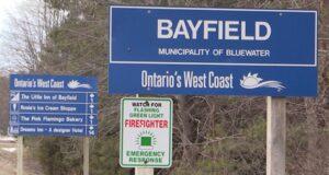 صورة علامة بايفيلد ، أونت. يظهر يوم الأربعاء 10 مارس 2021. حيث توجيه التهم في خطف مزعوم لفتاة بالقرب من بايفيلد في أونتاريو