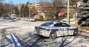 صورة لسيارة شرطة حيث الشرطة تحقق في حادثة إطلاق نار مميتة في برامبتون الخميس 17 ديسمبر 2020 حيثخمسة أشخاص اتهموا بإطلاق النار القاتل في برامبتون العام الماضي