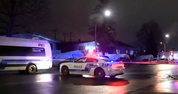صورة لسيارات شرطة مونتريال حيث رن طلقات نارية في سان ليونارد في 24 مارس 2021 ، لكن لم يصب أحد. حيث طعن شابان في حديقة وإطلاق كثيف للنيران على منزل في منطقة مونتريال