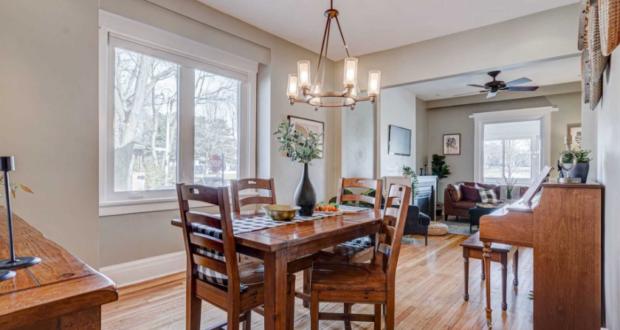 صورة للمنزل المباع في تورنتو حيث منزل في تورنتو شبه المنفصل يحصل على 20 عرضًا ويباع بسعر 1.675 مليون دولار