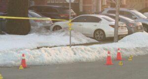 صورة لموقع الجريمة حيث رجل يبلغ من العمر 22 عامًا في المستشفى مصابًا بإصابات تهدد حياته بعد إطلاق نار في برامبتون في 25 فبراير. وحدة جرائم القتل تحقق في موت رجل في أعقاب إطلاق النار في برامبتون