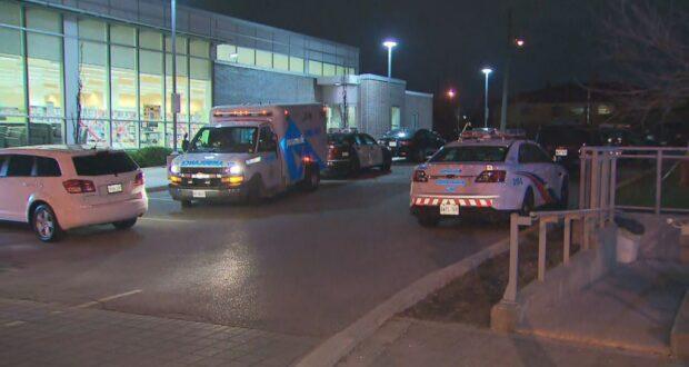 صورة للشرطة وهي تحقق في حادث إطلاق نار بالقرب من جين وشيبارد أدى إلى نقل شخص إلى المستشفى.إطلاق نار في شمال يورك يؤدي لنقل صبي يبلغ من العمر 17 عامًا إلى المستشفى