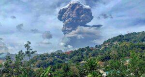 صورة لبركان لا سوفريير على سانت فنسنت ثوران. حيث أن سكان أوتاوا قلقون على أسرة في سانت فنسنت بعد ثوران بركاني