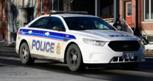 صورة لسيارة شرطة أوتاوا بالقرب من مركز شرطة Elgin Street في أوتاوا ، يوم الاثنين ، 1 فبراير 2021.شرطة أوتاوا استجابت لمكالمة تفيد بأن رجل يصوب مسدسًا في جادة سانت لوران.