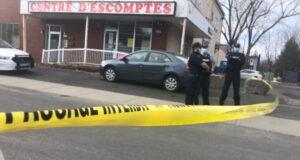 صورة لشرطة الخياة الكندية على أثر 6 مداهمات حيث شرطة الخيالة الكندية الملكية تنفذ مداهمات وتعتقل اثنين من عصابة صيدلانية في لانغويل