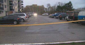 صورة لشرطة تورنتو وهي تحقق في حادث إطلاق نار مميت بالقرب من شارع جين ، شمال شارع لورانس.مقتل رجل على أثر إطلاق نار في شمال يورك يوم الجمعة