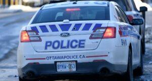 صورة سيارة شرطة أوتاوا بالقرب من مركز شرطة Elgin Street في أوتاوا ، يوم الاثنين ، 1 فبراير 2021.أربعة سائقي سيارات يواجهون مخالفات للقيادة المتهورة في شارع برونسون