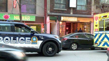 صورة لأصيب رجل يبلغ من العمر 27 عامًا برصاصة في ساقه بعد إجابته على باب شقة في مونتريال يوم الأحد 9 مايو 2021.إطلاق النار على رجل بعد أن استجاب لطرق باب شقة في مونتريال
