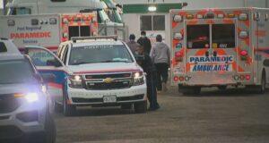 صورة لموقع حادث و قُتل رجل في كاليدون بعد أن سقطت عليه شاحنة أثناء تغيير إطارها.موت رجل بعد سقوط شاحنة عليه أثناء تغيير الإطارات في كاليدون في أونتاريو