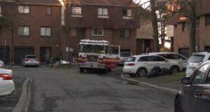 صورة تستجيب شركة Ottawa Fire Services لحريق في الصباح الباكر في حي Heron Gate في 6 مايو 2021. نزحت أسرة مكونة من تسعة أفراد.نزوح أسرة بعد حريق في الصباح الباكر في هيرون جيت
